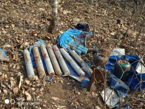 झारखंड : चाईबासा के लांटी में नक्सलियों के लैंड माइंस विस्फोट में तीन जवान शहीद, दो घायल