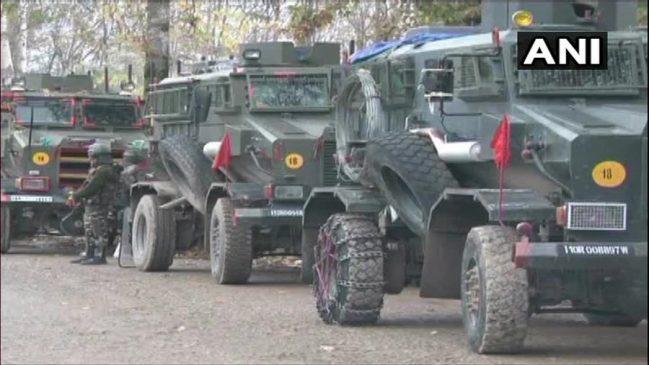 कश्मीर : त्राल मुठभेड़ में जैश-ए-मोहम्मद के तीन आतंकी ढेर, हथियार व गोलाबारूद बरामद