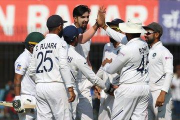 Ind vs Ban टेस्ट मैच सीरीज : बांग्लादेश की टीम 150 पर ढेर, मयंक ने पहले गेंद पर मारा चौका