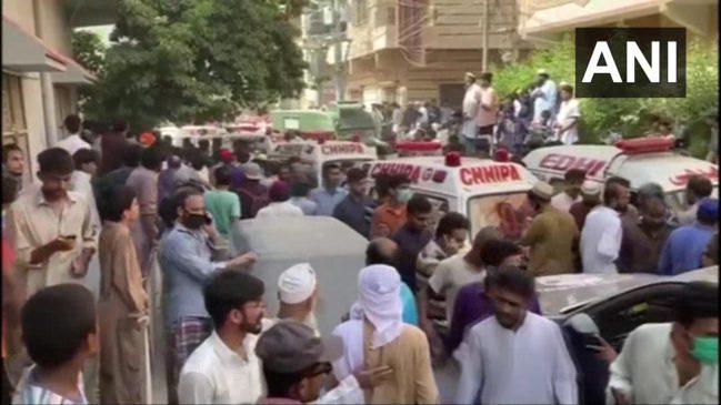 #planecrash  पाकिस्तान के कराची में बड़ा विमान हादसा, 98 लोग थे सवार, अबतक आठ लाशें मिलीं