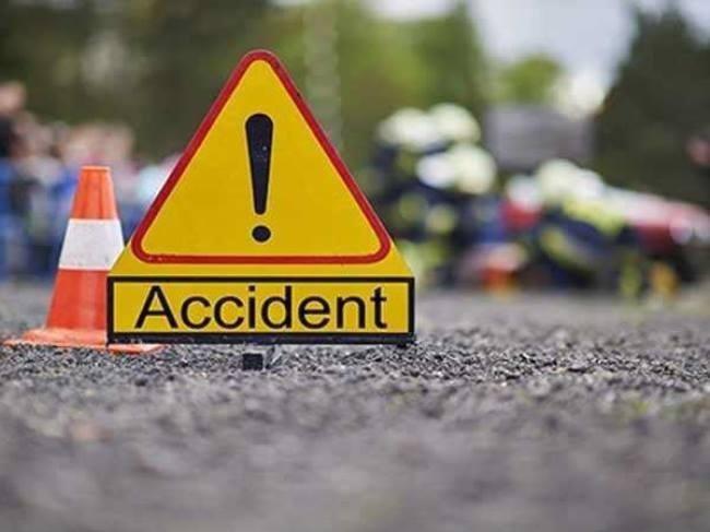 झारखंड : गुमला में बिजली की तार से सटी मिक्सचर मशीन, दो मजदूरों की मौत, कई घायल, NH जाम