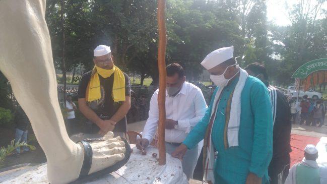 स्वास्थ्य मंत्री बन्ना गुप्ता ने योगी और केन्द्र सरकार पर कसा तंज, कहा-बच्ची की अंतिम दर्शन से वंचित रहे घरवाले