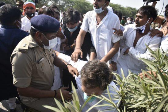 राहुल गांधी-प्रियंका गांधी को हाथरस पीड़िता के गांव जाने से पुलिस ने रोका, हिरासत में लिए गए