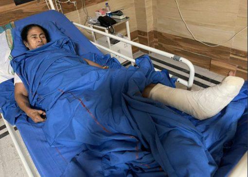 ममता बनर्जी के घायल होने पर बयानों का दंगल, कांग्रेस बोली – सहानुभूति की कोशिश में हैं दीदी
