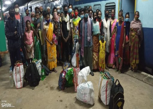 Dumka: 32 workers and 5 of their children of Santhal Pargana freed from Kerala