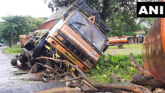 महाराष्ट्र में बारिश की वजह से अब भी बिखरा है तबाही का मंजर, देखें तसवीरें