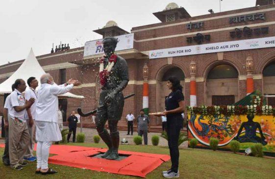 पीएम मोदी ने राजीव गांधी खेल रत्न पुरस्कार का नाम बदल कर मेजर ध्यानचंद खेल रत्न पुरस्कार किया