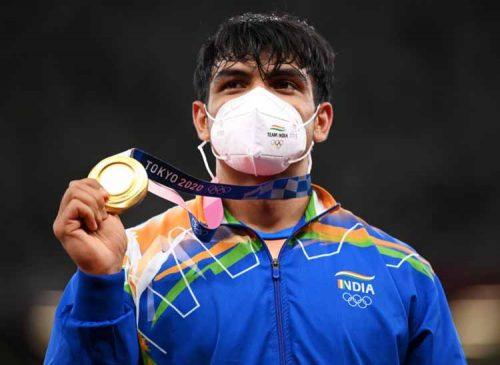 नीरज चोपड़ा ने ओलिंपिक में भारत को दिलाया पहला गोल्ड मेडल, देश में खुशी की माहौल