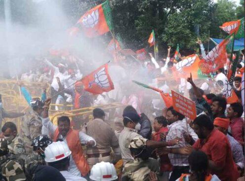 झारखंड : नमाज के लिए कमरा आवंटन के खिलाफ भाजपा ने विधानसभा के सामने किया प्रदर्शन, लाठीचार्ज में कई कार्यकर्ता चोटिल