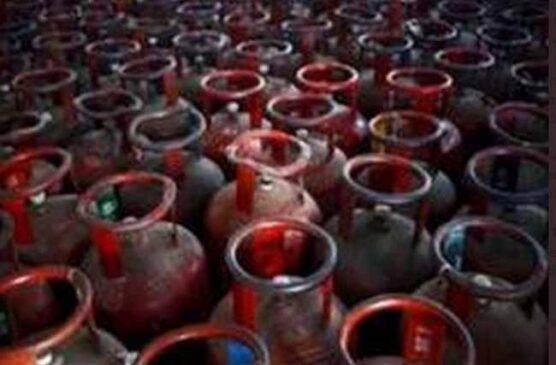 महंगाई की एक और मार, 25 रुपये महंगा हो गया आपके घर का रसोई गैस, कामर्शियल गैस के भी बढे दाम
