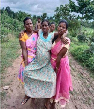 सरकार के गांव-गांव तक सुविधा पहुँचाने के खोखले वायदों और उपलब्धियों की पोल खोल रही यह तस्वीर
