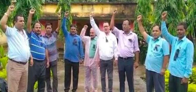 रामेश्वर उरांव के विरोध में सरकारी स्कूल के शिक्षक