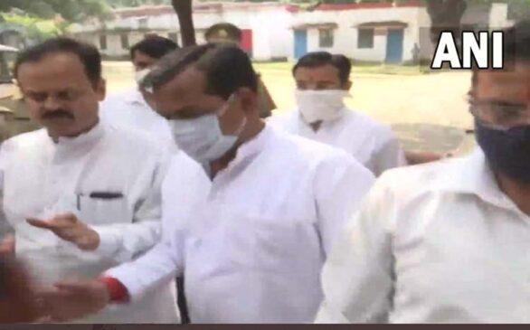 लखीमपुर हिंसा : मंत्री अजय मिश्रा टेनी के बेटे आशीष मिश्रा पूछताछ के लिए क्राइम ब्रांच दफ्तर पहुंचे
